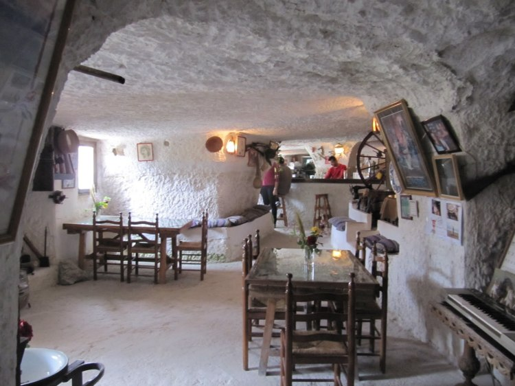 Cuevas-escarbadas-en-alcala-del-jucar