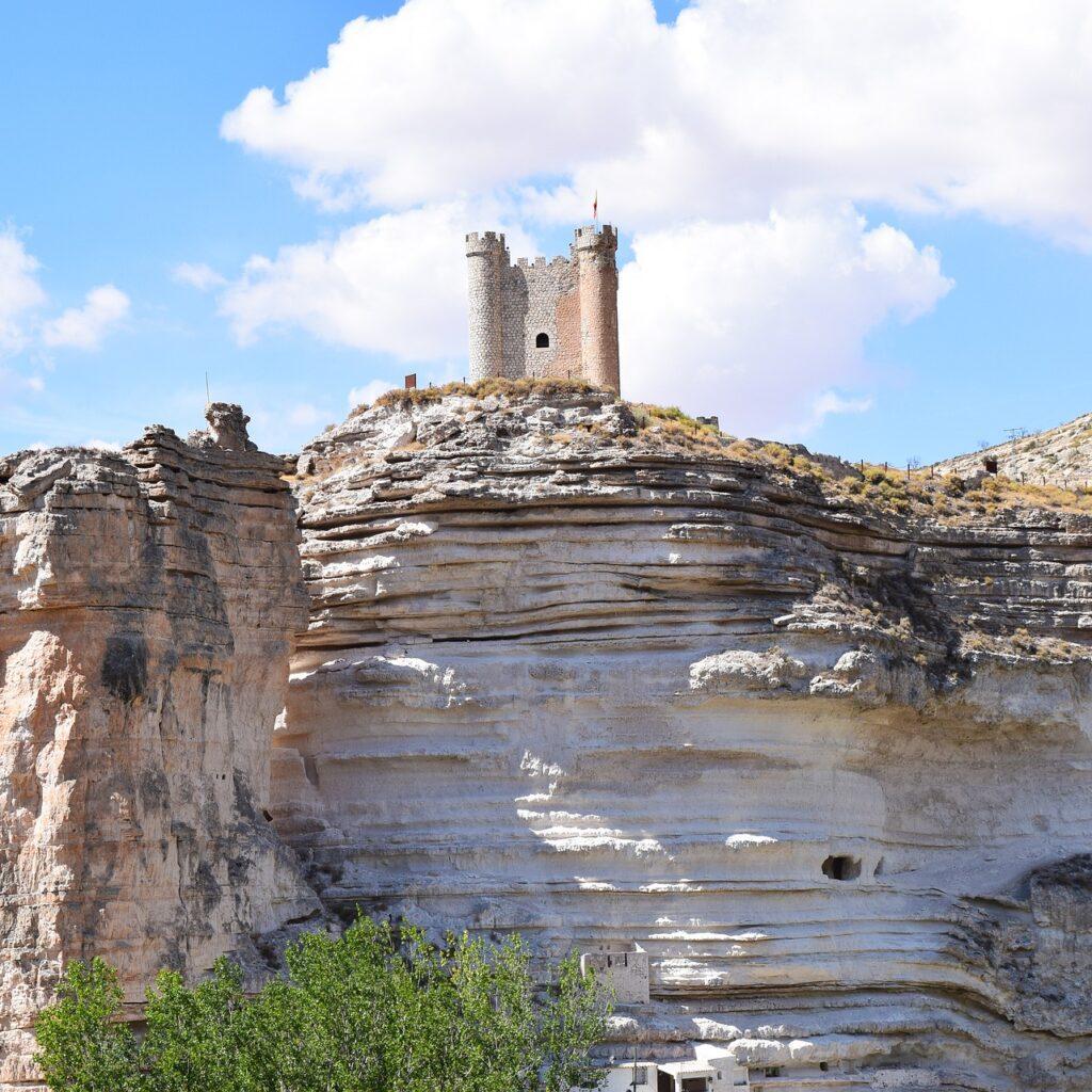 Cerro donde se sitúa el Castillo de Alcalá del Júcar